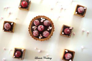 Tartelettes choco framboise et brisure de meringue à la fraise