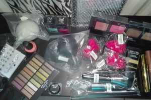 Ma commande chez BYS maquillage.