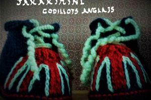 Paire de petits chaussons godillots anglais taille trois mois fait main @ jarakymini