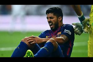 Barcelona coach reacts to Suarez snub of handshake with his