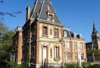 """Non à la démolition du """"Petit Château de Navarre""""."""