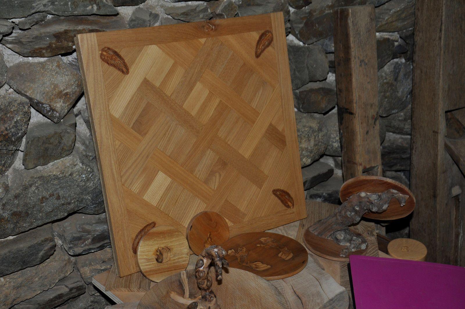 """Une petite table avec le prototype """"Versailles"""""""