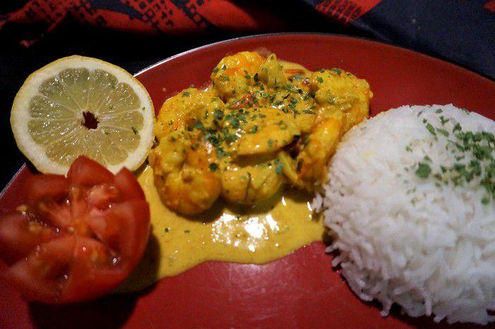 Dégustation du curry de crevettes au lait de coco