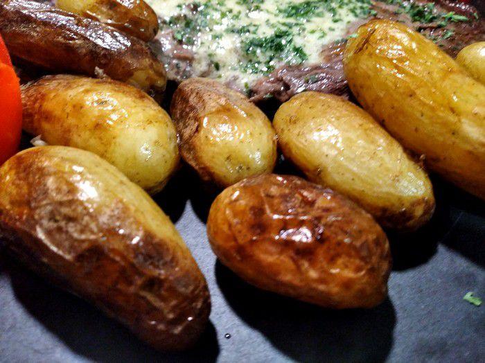 dégustation de l'entrecôte et sa sauce roquefort