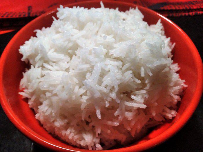 Riz blanc pour accompagner le curry de crevette