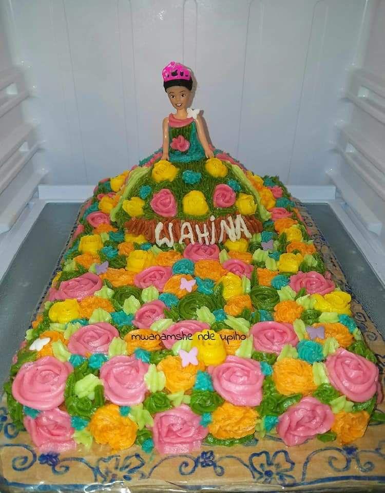 Gâteau barbie princesse au jardin fleurit