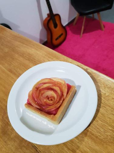 Tarte en cadre roses de pommes