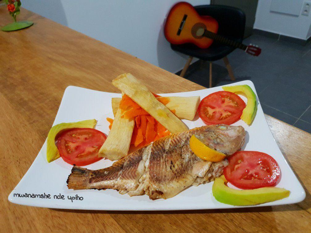 Poisson rouge en papillote, manioc frit