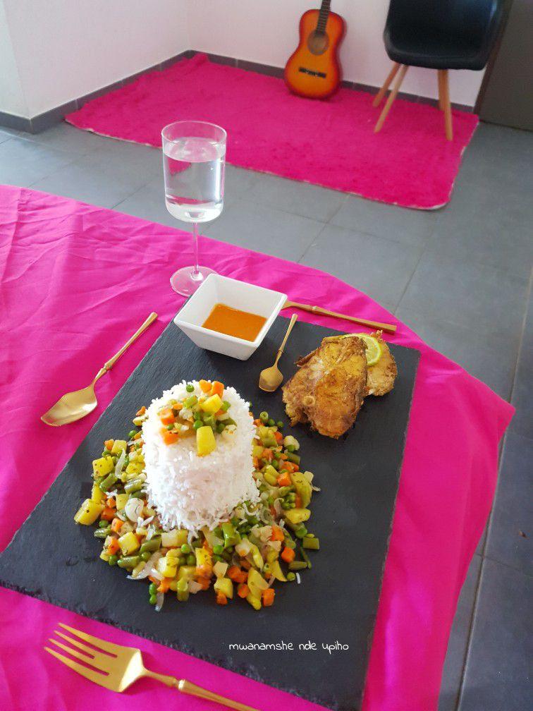 Riz blanc légumes sautés et daurade frite
