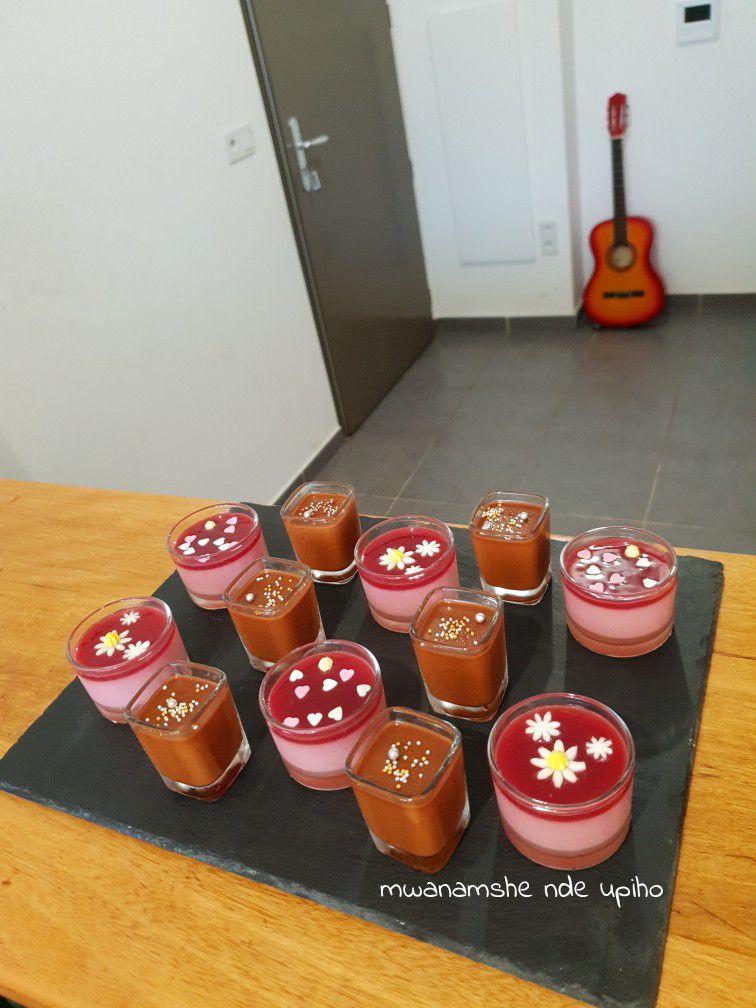Plateau de panna cotta café et fruits rouges