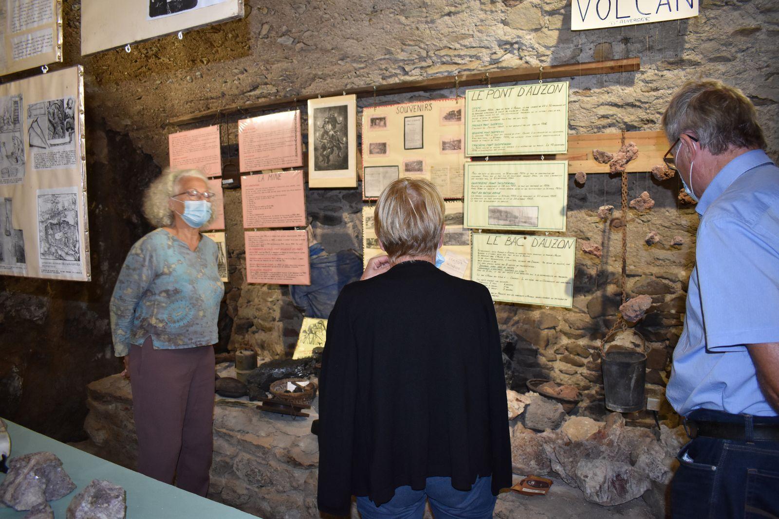 Viste du village par les représentants des comités de jumelage de la Haute Loire