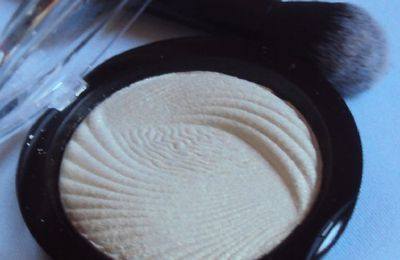 L'highlighter Golden Lights de Revolution Makeup