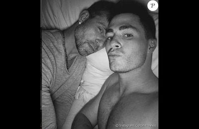 Colton Haynes  : Le beau gosse pose au lit avec son chéri...