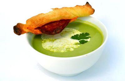 Soupe Froide de Petits Pois à la Coriandre et Feuilleté au Chorizo