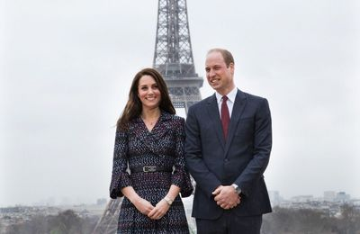 Kate Middleton porte Chanel au cours de la visite En France
