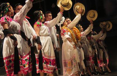 FESTIVAL D'ETE SOUS LES CHARMES-Folklore mexicain.