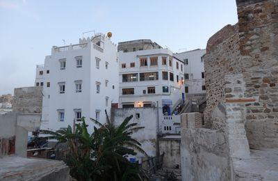 Une vue inhabituelle de l'escalier de la rue Moktar Ahardane à Tanger