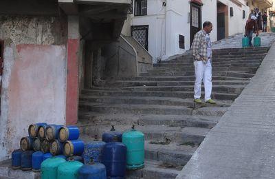 La livraison de bouteilles de gaz dans la Médina de Tanger