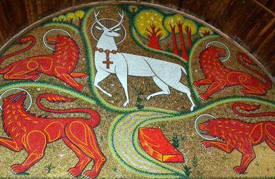 Sur la route à Brocéliande. L'Eglise du Graal de Tréhorenteuc. -3-
