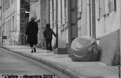 7 - Octobre rose Saintes où le monde féminin s'agite.  Images du jour en flânant. Noir ou blanc. Agenda.
