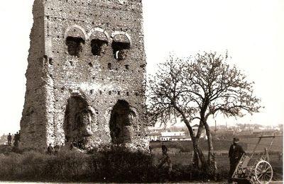"""Quartier Saint-Andoche : la Genetoye, le temple dit """"de Janus"""" dans les années 1900. Deuxième partie."""