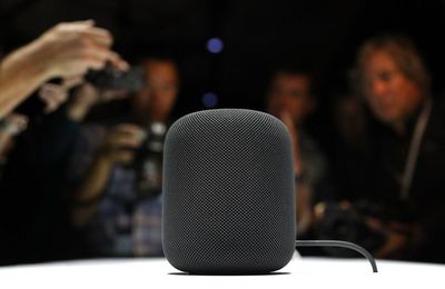 Apple lance le «HomePod», son haut-parleur intelligent.