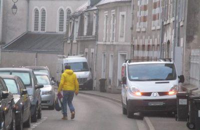 """D'après Frédéric Héran, dans un article intitulé """"Supprimer le stationnement automobile dans la rue"""", la dépénalisation du stationnement  entrerait en vigueur en janvier 2018."""