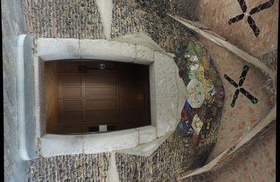 Focus sur la crypte de la colonia Güell