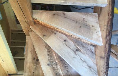 Fabrication sur mesure d'un escalier en vieux bois