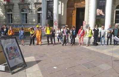 Chaîne humaine à Avignon le 15 Avril 2017  pour une transition énergétique et  la sortie du nucléaire !