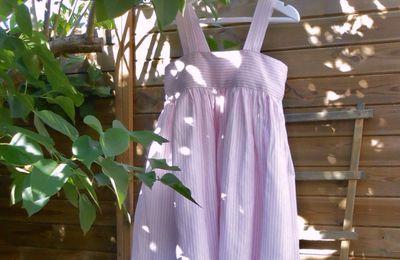 Une robe rose pour l'été de Léontine