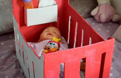 Un berceau de poupée en carton - Le tuto en image DIY