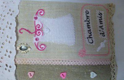 Panneau  de porte en scrap textile  chambre d'amis