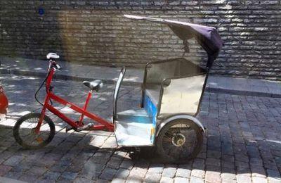 Le fructueux business peu réglementé des vélotaxis de Tallinn à Paris