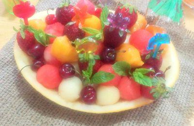 Salade originale aux fruits d'été et  à l'eau de fleur d'oranger/ billes de melon et pastèque fraise cerise peche