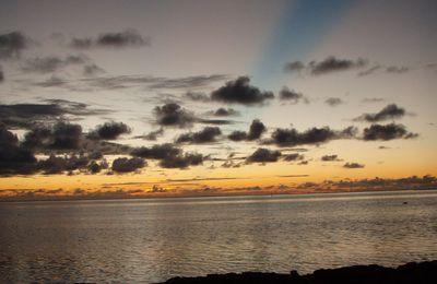 Sunset Moorea, Polynésie française.