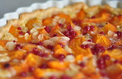 Tarte aux abricots, groseilles et crème d'amandes torréfiées