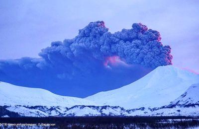 Activité des volcans Kambalny, Sinabung et Sabancaya.
