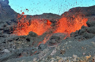 Volcanic environments: Fournaise, Kilauea, Sabancaya.