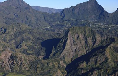 La Réunion - 1: formation of the island by its two volcanoes.