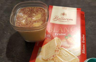 Petites crèmes chocolat blanc fraise