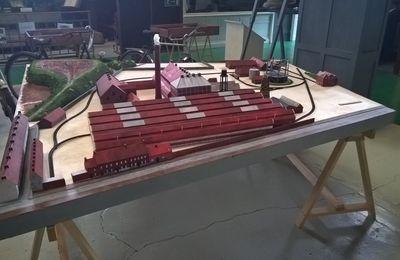 La maquette de l'usine verre à vitres (début 20ème siècle) avance ...elle sera présentée aux JEP 2017