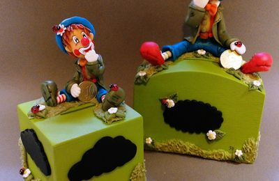 Tirelire avec clown en porcelaine froide