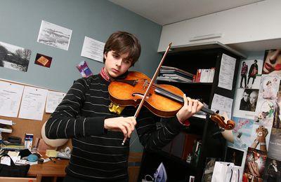 Dans la chambre d'un apprenti musicien
