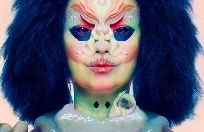 Björk publie un nouvel album, Utopia, avec The Gate en single