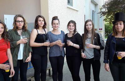 Représentation de théâtre par les lycéennes de l'Ermitage