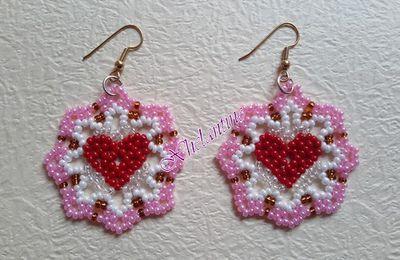 Boucles d'oreille coeur et bracelet fleuri