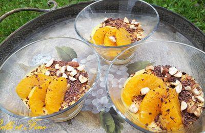 Crème à l'orange légère, copeaux de chocolat et éclats de noisettes