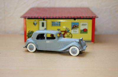 Dinky Toys Citroën Traction -  Fin de rénovation - restauration
