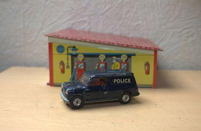 Corgi toys  - Austin mini van police